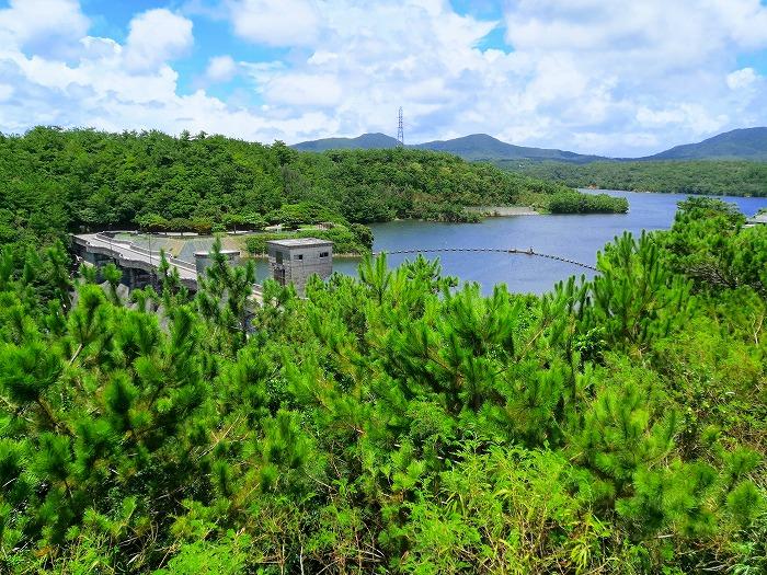 沖縄県宜野座村 漢那ダム展望台から見た漢那ダム
