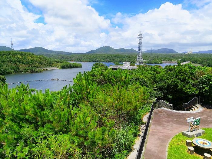 沖縄県宜野座村 漢那ダム展望台から見たかんな湖