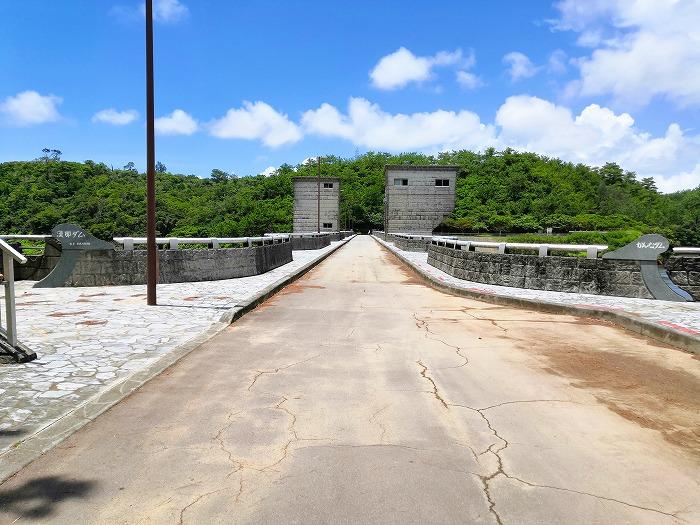 沖縄県宜野座村 漢那ダム提体上の道路