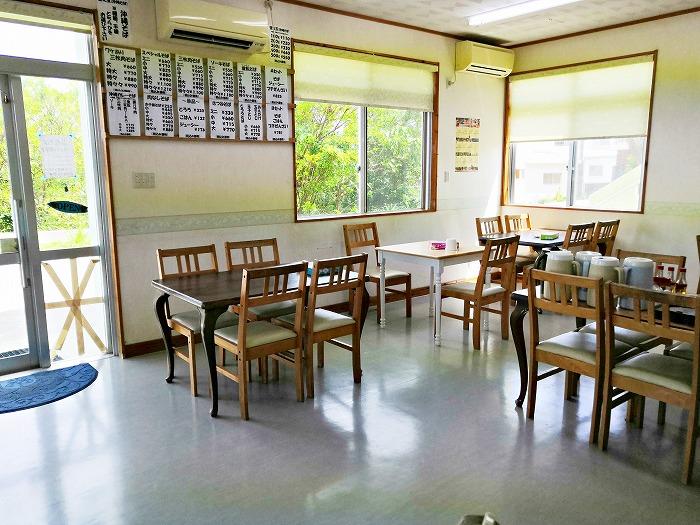 沖縄県金武町 並松そば 閉店前のテーブル席