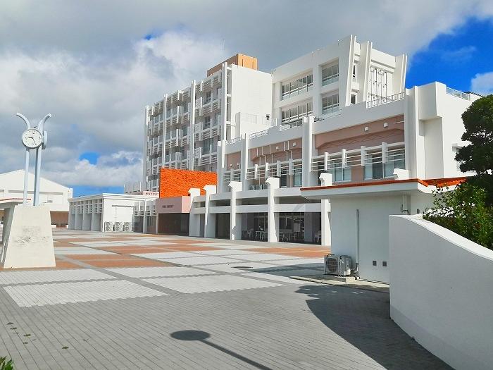 与那原町 沖縄女子短期大学 新校舎