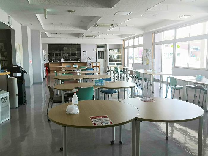 与那原町 沖縄女子短期大学 一階食堂ホール