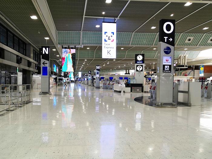 コロナ禍の成田国際空港 第2ターミナル3階出発ロビー
