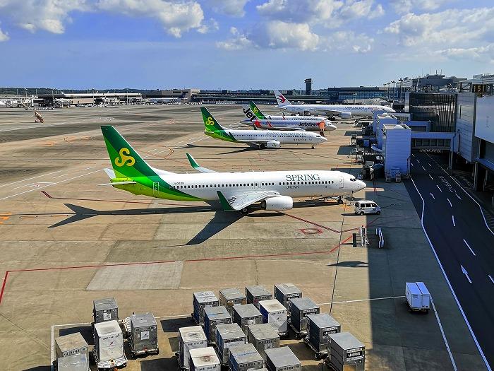 成田国際空港 第3ターミナルに駐機するスプリング・ジャパンの航空機